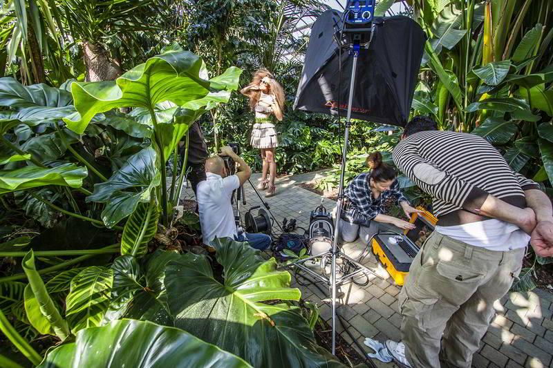 modella serra tropicale shooting fondazione minoprio